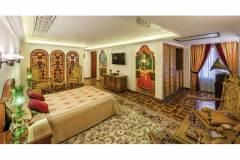 پارتیشن چوبی شیشه رنگی قواره بری هتل قصر طلایی مشهد