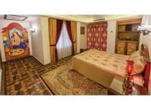 پنجره ارسی شیشه رنگی چوبی سنتی هتل بین المللی قصر طلایی مشهد
