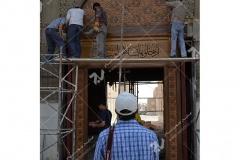 نصب درب چوبی گره چینی ورودی غربی مجتمع شهید محراب ثقفی - عراق - نجف اشرف