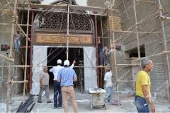 نصب درب چوبی گره چینی سنتی ورودی شبستان مجتمع شهید محراب ثقفی - عراق - نجف اشرف