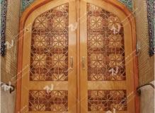 (3) درب سنتی چوبی گره چینی شمسه هشت مسجد ایزدی – خیابان امام رضا - مشهد مقدس