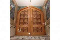 (1) درب چوبی گره چینی سنتی مسجد ایزدی – خیابان امام رضا - مشهد مقدس