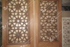 (2) درب چوبی گره چینی شمسه تند ده امامزاده سلطان سلیمان - نیشابور