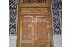 (1) درب چوبی گره چینی توپر و سردرب مشبک چوبی مسجد بیت الرضا (ع) مقابل باب الجواد - مشهد مقدس