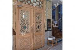 (2)درب چوبی سنتی با هنر گره چینی مشبک مسجد ابا عبدالله حسین - خیابان خرمشهر- مشهد مقدس