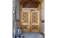 درب تمام چوب سنتی  با هنر گره چینی ورودی مسجد امام سجاد