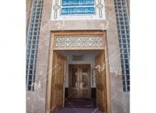 (8)درب گره چینی چوبی مشبک و توپرمسجد وحسینیه شهدای دانشگاه آزاد نیشابور