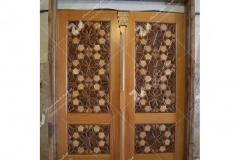 (1) درب چوبی گره چینی ورودی موسسه نشروتنظیم آثار امام خمینی (ره) - عراق – نجف اشرف