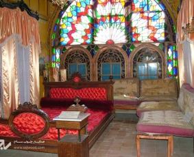 پنجره شیشه رنگی گره چینی کاخ باغچه جوق، قصرالباق السلطنه