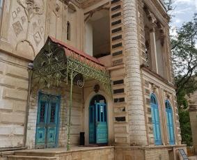 درب قدیمی چوبی کاخ موزه باغچه جوق قصراقبال السلطنه