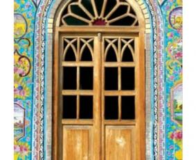 در ورودی چوبی