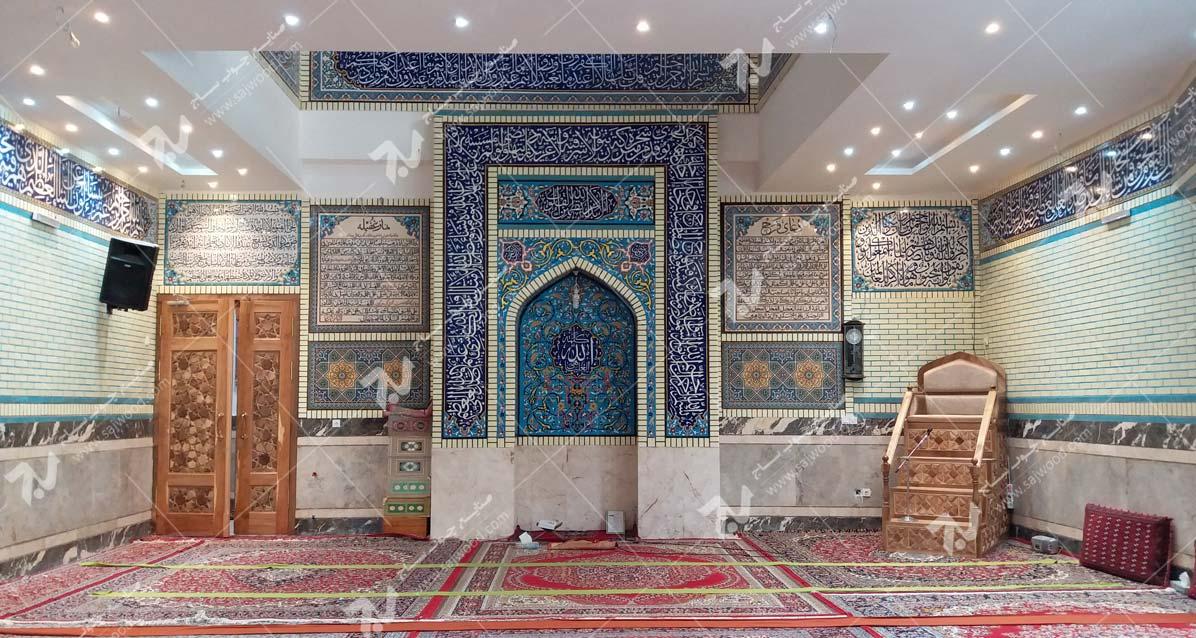 درب تمام چوب سنتی گره چینی و منبر چوبی ایرانی مسجد