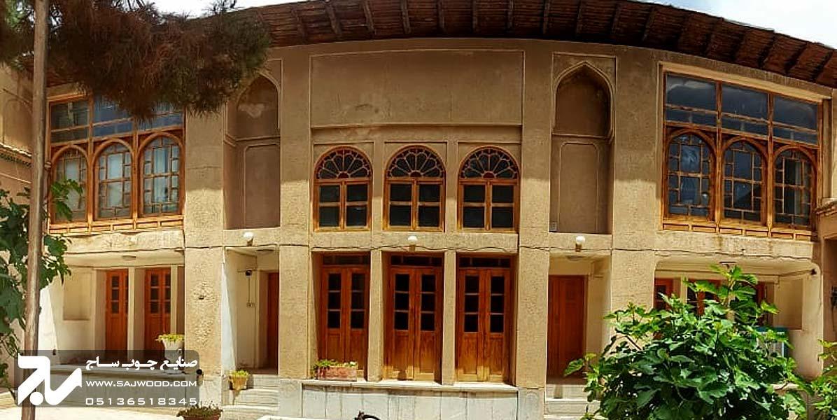 پنجره چوبی ارسی شیشه رنگی سنتی گره چینی خانه قزوینی ها اصفهان