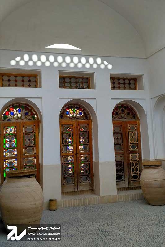 پنجره چوبی شیشه رنگی سنتی ارسی|خانه سه نیک