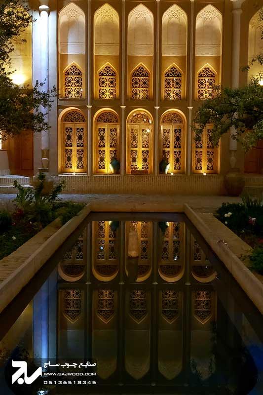 پنجره چوبی سنتی ارسی شیشه رنگی|خانه سه نیک