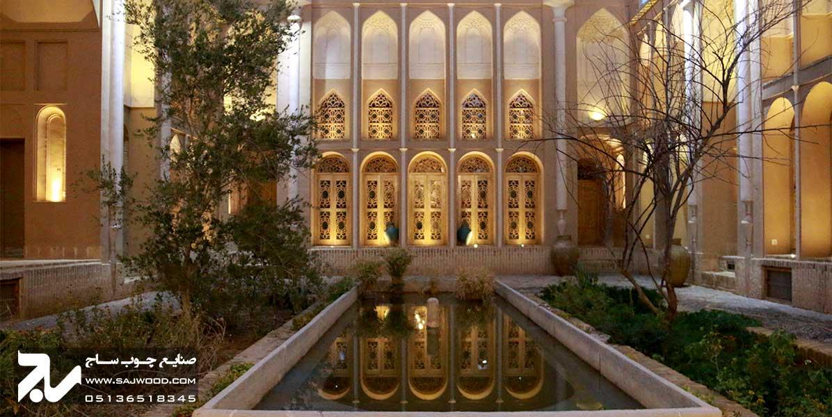 پنجره ارسی سنتی چوبی شیشه رنگی خانه سه نیک یزد