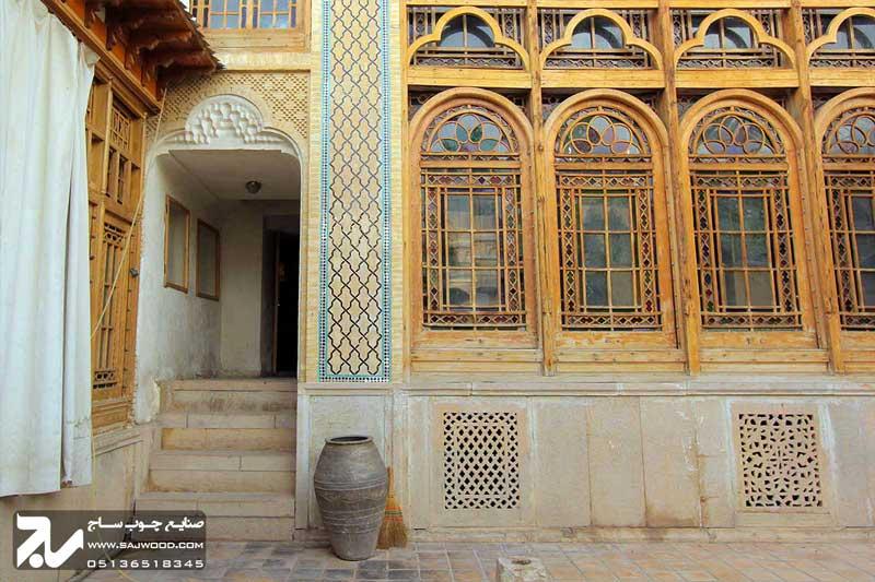 پنجره ارسی  سنتی چوبی شیشه رنگی  موزه و خانه فروغ الملک