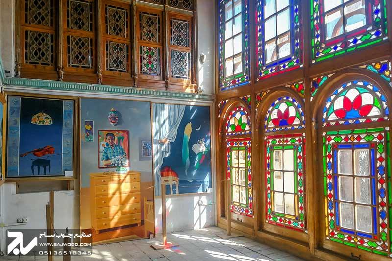 پنجره شیشه رنگی ارسی چوبی سنتی موزه و خانه فروغ الملک