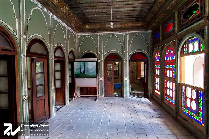 پنجره چوبی سنتی ارسی شیشه رنگی موزه و خانه فروغ الملک