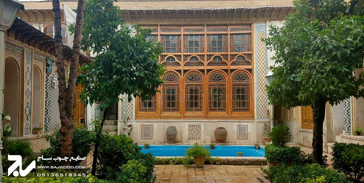 پنجره ارسی سنتی چوبی شیشه رنگی موزه و خانه فروغ الملک شیراز