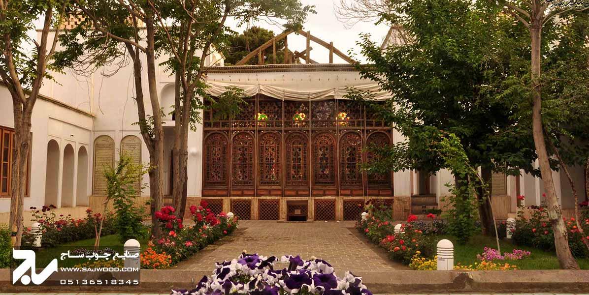 پنجره ارسی شیشه رنگی سنتی چوبی گره چینی خانه مشروطه اصفهان