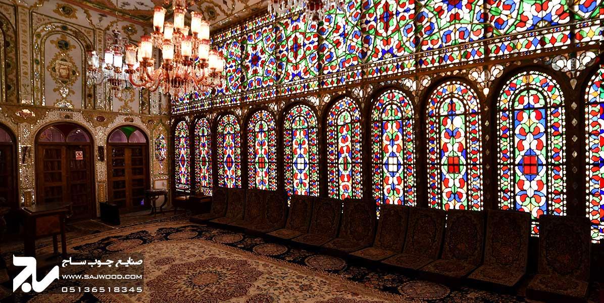پنجره ارسی سنتی چوبی شیشه رنگی گره چینی خانه معتمدی اصفهان