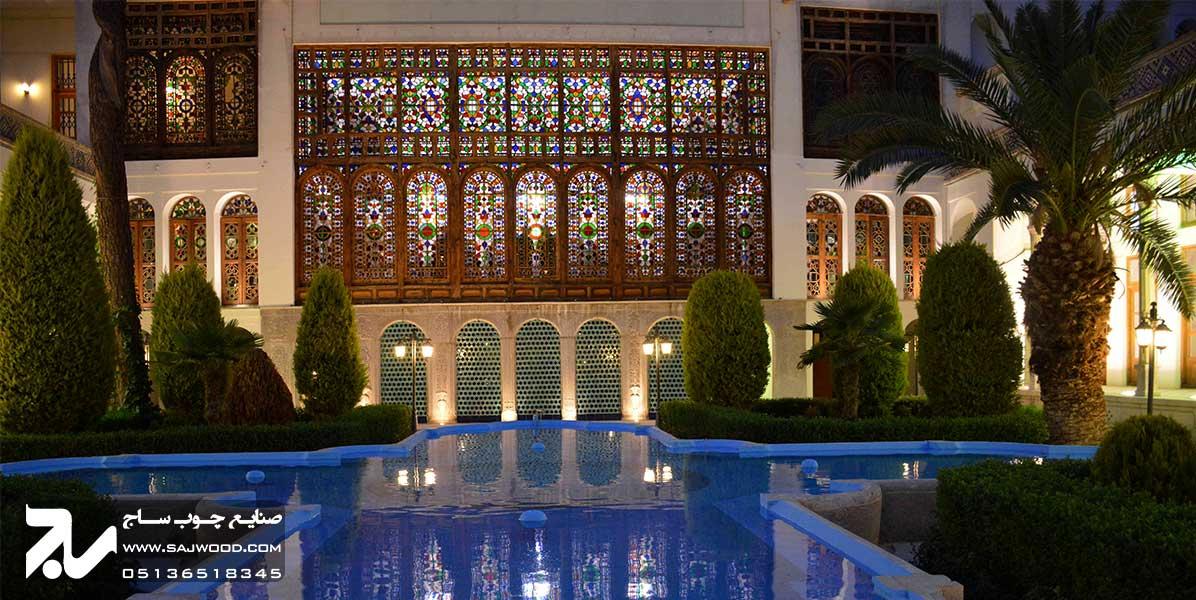 پنجره گره چینی ارسی چوبی شیشه رنگی سنتی خانه مشیرالملک اصفهان