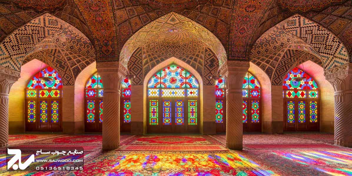 پنجره ارسی شیشه رنگی در مسجد نصیرالملک شیراز