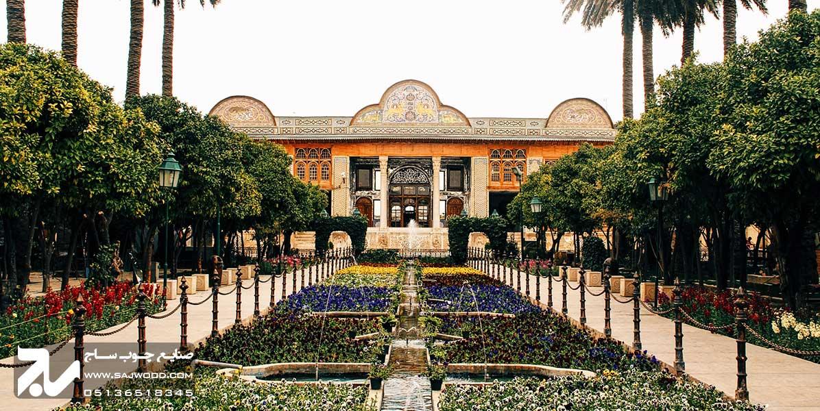 پنجره ارسی سنتی چوبی شیشه رنگی گره چینی باغ نارنجستان قوام شیراز