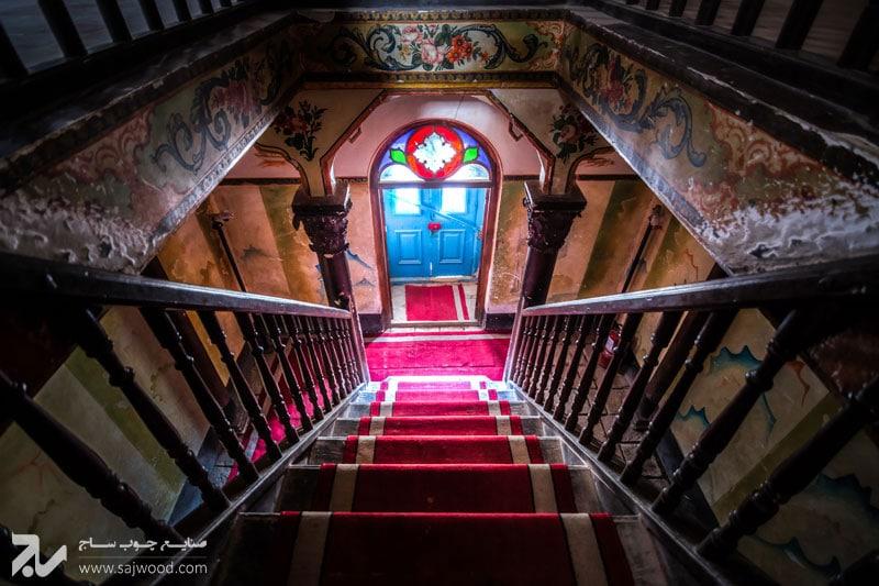 درب-چوبی-سنتی-با-شیشه-رنگی-کاخ-موزه-باغچه-جوق-ماکو