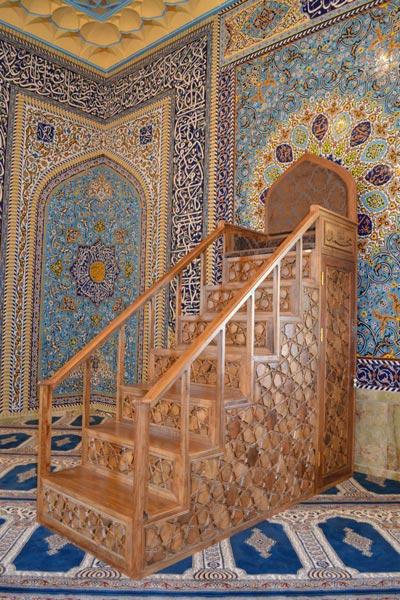 منبر چوبی مسجد گره چینی ۷ پله – کیهان کد ۱۰۱