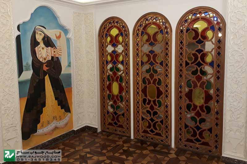 نصب پارتیشن قواره بری با ترکیب شیشه های رنگی طرح بته جقه در هتل بین المللی قصر طلایی مشهد