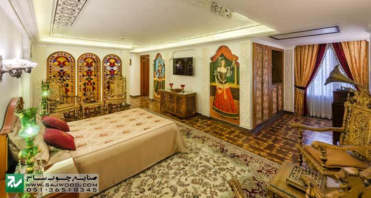 ساخت پارتیشن قواره بری با ترکیب ارسی شیشه رنگی در سوییت قاجاری هتل بین المللی قصر طلایی مشهد