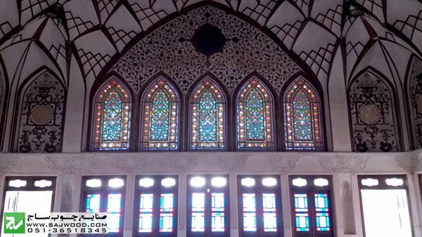 هفت دری پنجره ارسی با شیشه های رنگی