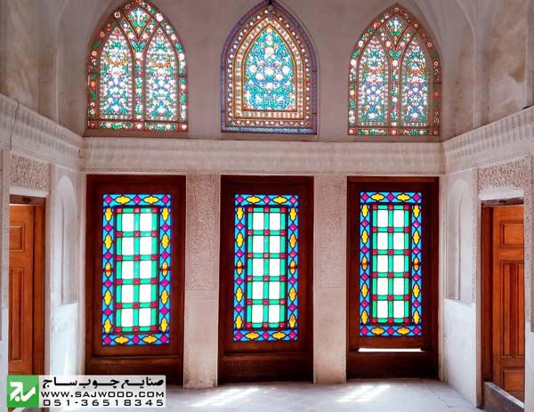 پنجره های ارسی و نورگیر ارسی با شیشه های رنگی و گچکاری مشبک