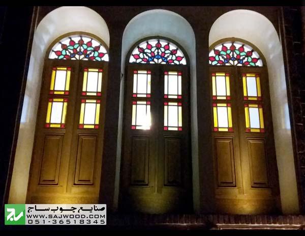پنجره ی ارسی با نورپردازی شبانه و قواره بری