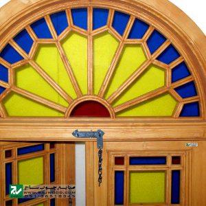 پنجره ارسی شیشه رنگی چوبی صنایع چوب ساج مدل W200