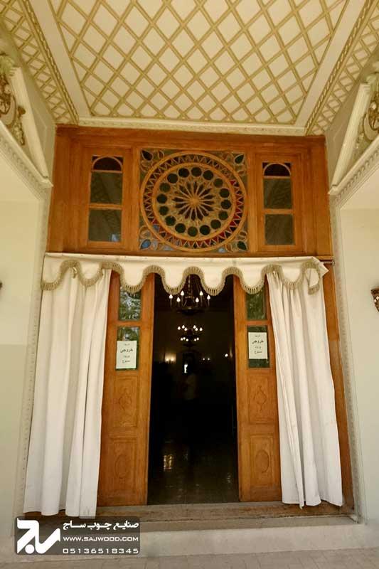 درب سنتی چوبی شیشه رنگی