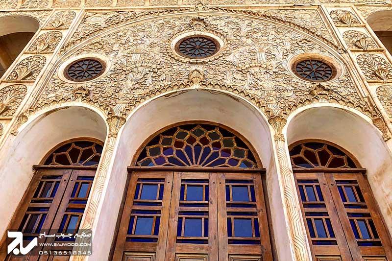 پنجره چوبی سنتی گره چینی شیشه رنگی ارسی|خانه طباطبایی