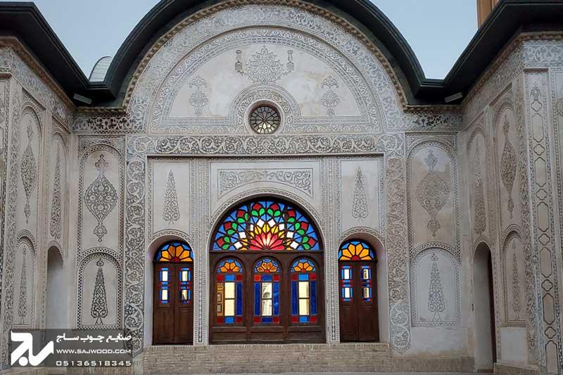 پنجره گره چینی چوبی سنتی شیشه رنگی ارسی|خانه طباطبایی
