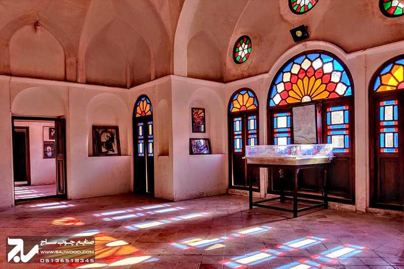 پنجره چوبی سنتی ارسی گره چینی شیشه رنگی|خانه طباطبایی