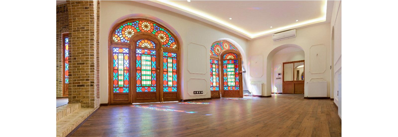پنجره قواره بری با شیشه رنگی و چوبی ارسی و پروژه شخصی خیابان چمران مشهد- ایران